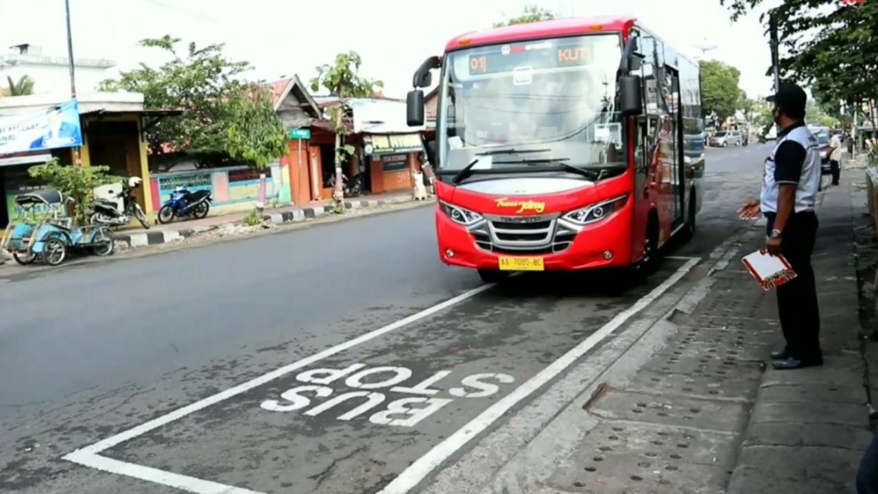 Halte Trans Jateng di Plasa Purworejo
